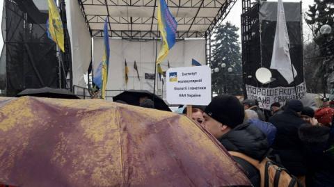 Біля Верховної Ради кілька мітингів, а Саакашвілі не помітно