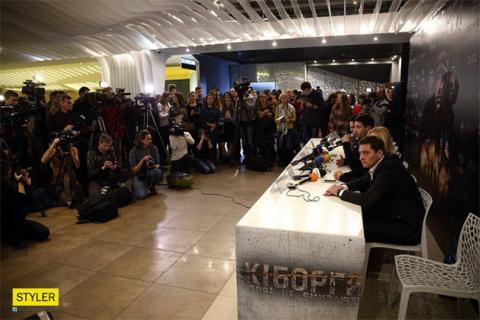 """""""Герої не вмирають"""": чому про фільм """"Кіборги"""" варто розповісти друзям і знайомим"""