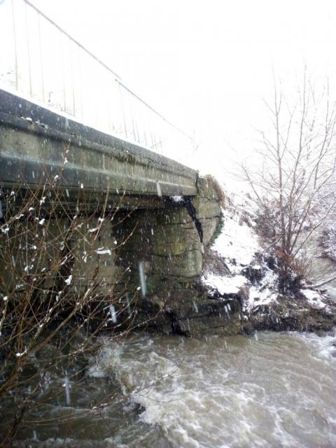 Паводок на Закарпатті: річка прорвала дамбу, підтоплені десятки будинків