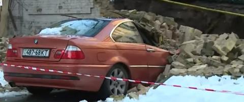 У Києві між будинками обвалилася стіна: жертв немає, газу теж