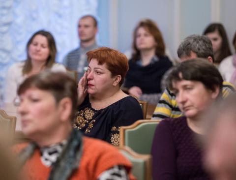 Нічого важливішого, ніж повернення наших додому немає – Президент під час зустрічі із рідними українських полонених