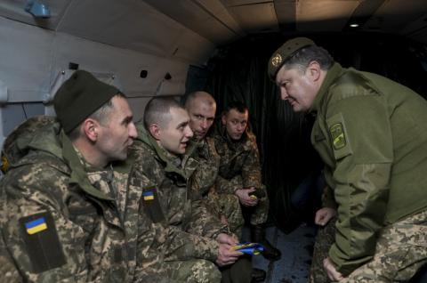 Буду робити все можливе, щоб повернути кожного воїна – Президент зустрів звільнених із полону українців