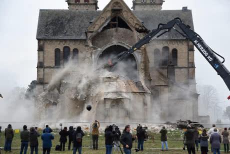 У Німеччині зруйнували село із собором заради видобутку вугілля
