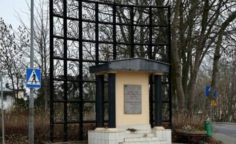 Радянські символи з пам'ятника у польському Щецині підуть на металобрухт