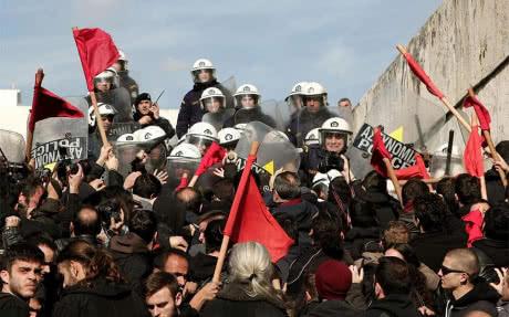В Афінах поліція застосувала сльозогінний газ до протестувальників