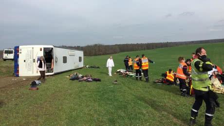 У Франції шкільний автобус зіткнувся з авто: 26 постраждалих