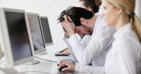 Як допомогти колезі позбутися післясвяткової депресії