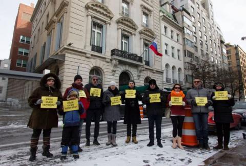 Під консульством РФ у Нью-Йорку вимагали звільнити Сенцова