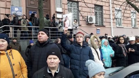 Учасники пікету щодо Ноздровської вимагають зустрічі з Луценком