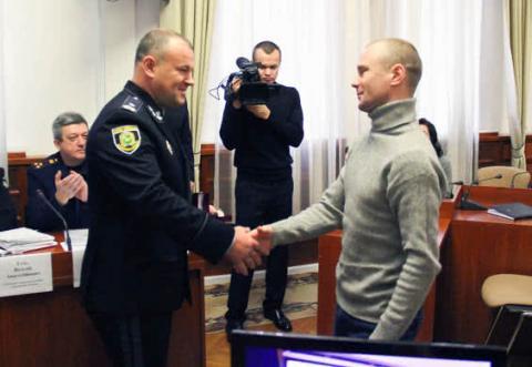 """У Харкові нагородили співробітниць """"Укрпошти"""" за допомогу у звільненні заручників"""