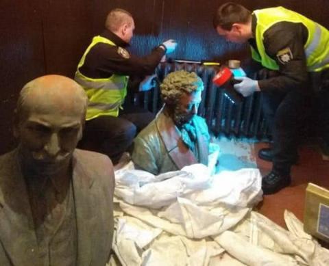 У Чернігові знайшли викрадені бюсти Пушкіна й Коцюбинського