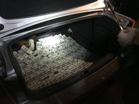 """У Вінниці затримали адвоката із """"валютним"""" хабарем - прокуратура"""