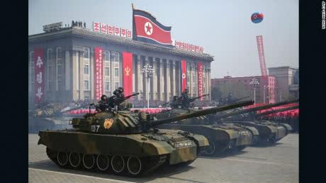 КНДР провела військовий парад за день до Олімпіади