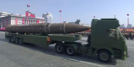 КНДР на параді перед Олімпіадою показала нові балістичні ракети