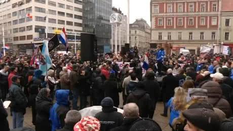 У Загребі більше тисячі людей протестували проти візиту президента Сербії в Хорватію