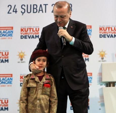 Ердогана критикують за скандальний коментар дитині про честь загинути в бою