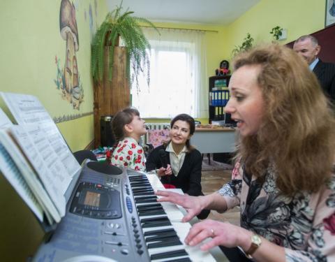Закарпатська область долучилася до проектів Марини Порошенко – «Книга Миру» та розвиток інклюзивного освітнього середовища