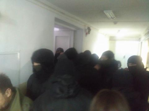 Сутички під Солом'янським судом: 4 людей госпіталізували