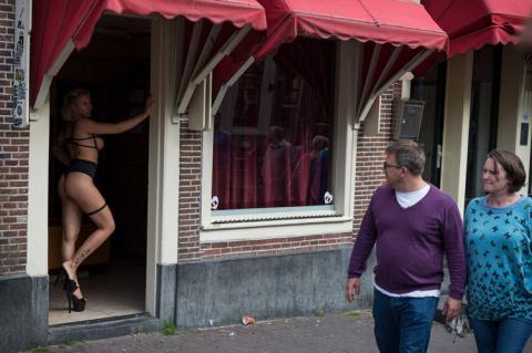 В Амстердамі туристам заборонять дивитися і фотографувати жриць кохання