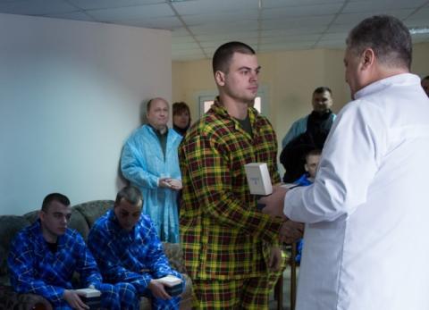 Порошенко провідав поранених під Радою правоохоронців