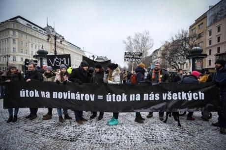 У Словаччині тисячі людей вийшли на акції протесту через вбивство журналіста