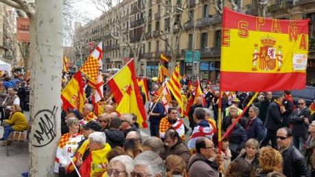 """У Барселоні на мітинг вийшли так звані """"табарнійці"""", що висміюють сепаратистів"""