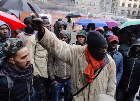 """У Флоренції мігранти вийшли на """"марш гніву"""" після того, як італієць застрелив сенегальця"""