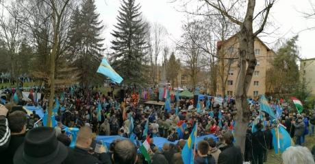 Кілька тисяч етнічних угорців вимагали автономії в Румунії