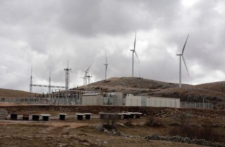 У Боснії відкрили першу вітрову електростанцію, щоб відповідати енергополітиці ЄС