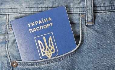 Кабмін скасував оформлення внутрішніх паспортів-книжечок