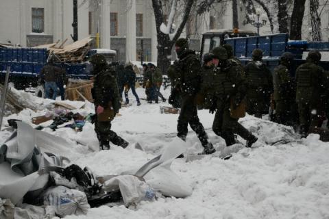 """Штурм табору під ВР: у поліції - понад 100 мітингарів, у наметах знайшли гранати і """"коктейлі"""""""