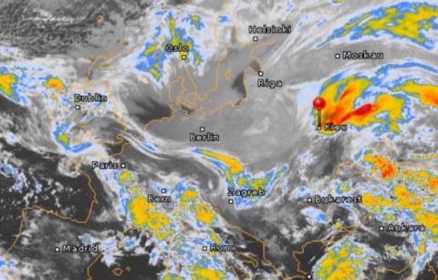 Синоптики попереджають про морози і снігопади: карти
