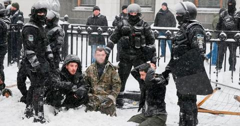 Омбудсман та правники засудили порушення прав демонстрантів під час їх розгону з-під ВР