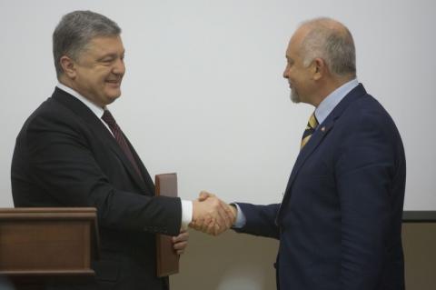 Президент передав перші ліцензії на 4G: Сьогоднішній день – яскрава демонстрація як змінилася Україна
