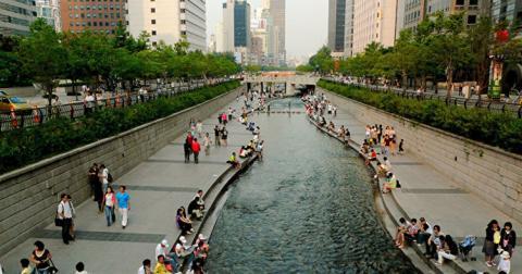 Південнокорейцям скоротили робочий тиждень заради народжуваності