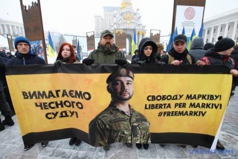 У Києві послу Італії принесли лист на підтримку нацгвардійця Марківа