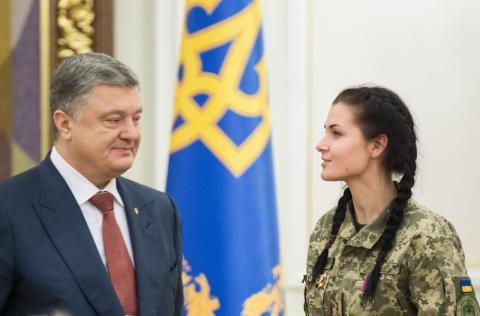 Президент нагородив жінок-військових високими державними нагородами
