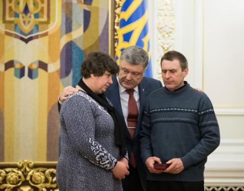 Президент нагородив орденом «За мужність» ІІІ ступеня за доблесть і героїзм сержанта Сабіну Галицьку посмертно