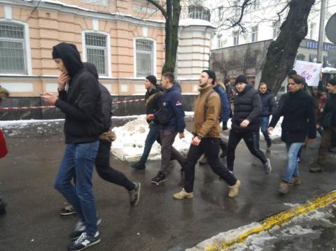 """На Михайлівській площі зібрався антимітинг: """"Геть фемінізм!"""""""