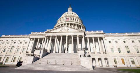 В Америці сенаторові заборонили обійматися