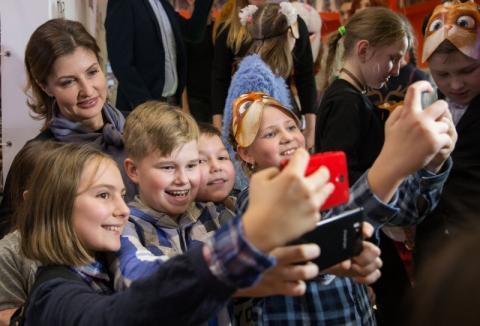 Марина Порошенко із дітьми-сиротами, вихованцями дитячих будинків та дітьми з інвалідністю відвідалаблагодійний показ анімаційного фільму «Викрадена принцеса»