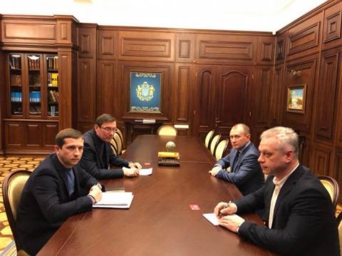 """Луценко пояснив """"Новій пошті"""" обшуки: пересилали алкоголь та наркотики"""