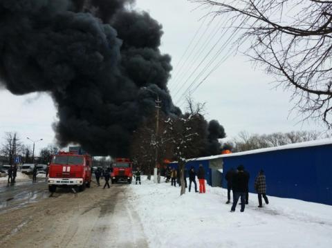 У Чернівцях горить один з найбільших ринків в Україні