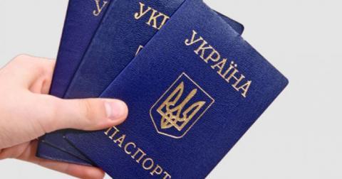 В Україні більше не видаватимуть паспорти у вигляді книжки