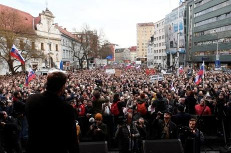 Десятки тисяч словаків вимагали відставки глави поліції і боротьби з корупцією
