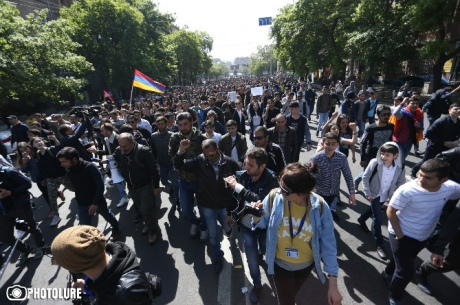 Протести у Вірменії: демонстранти почали блокаду резиденції прем'єр-міністра