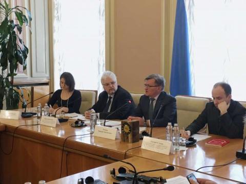 Забезпечення гармонізації кримінального законодавства з положеннями міжнародного права обговорено під час круглого столу у Комітеті з питань прав людини, національних меншин і міжнаціональних відносин