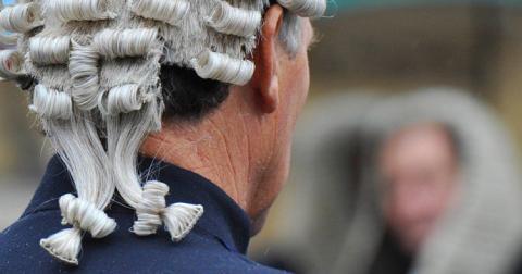 Ірландець подав до суду на дружину через тривалий візит тещі
