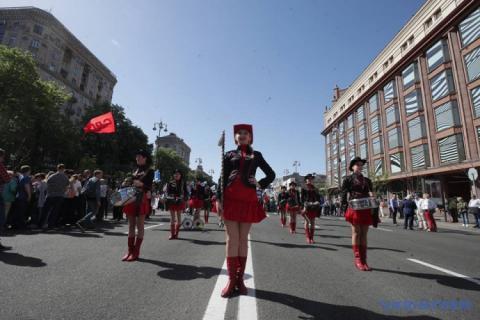 2 тисячі людей мітингують у Києві з нагоди 1 травня