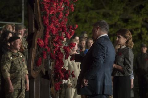 Сьогодні Україна разом з іншими демократичними державами та народами вшановує пам'ять усіх загиблих у роки Другої світової війни - Президент